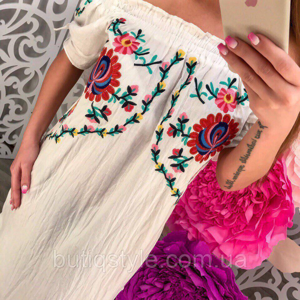 Стильное женское свободное белое платье с вышивкой