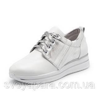 Кроссовки женские белого цвета из натуральной кожи с шнуровкой по подъёму