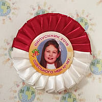 Значок на выпускной или 1 сентября с розеткой Бордово-белой, фото 1