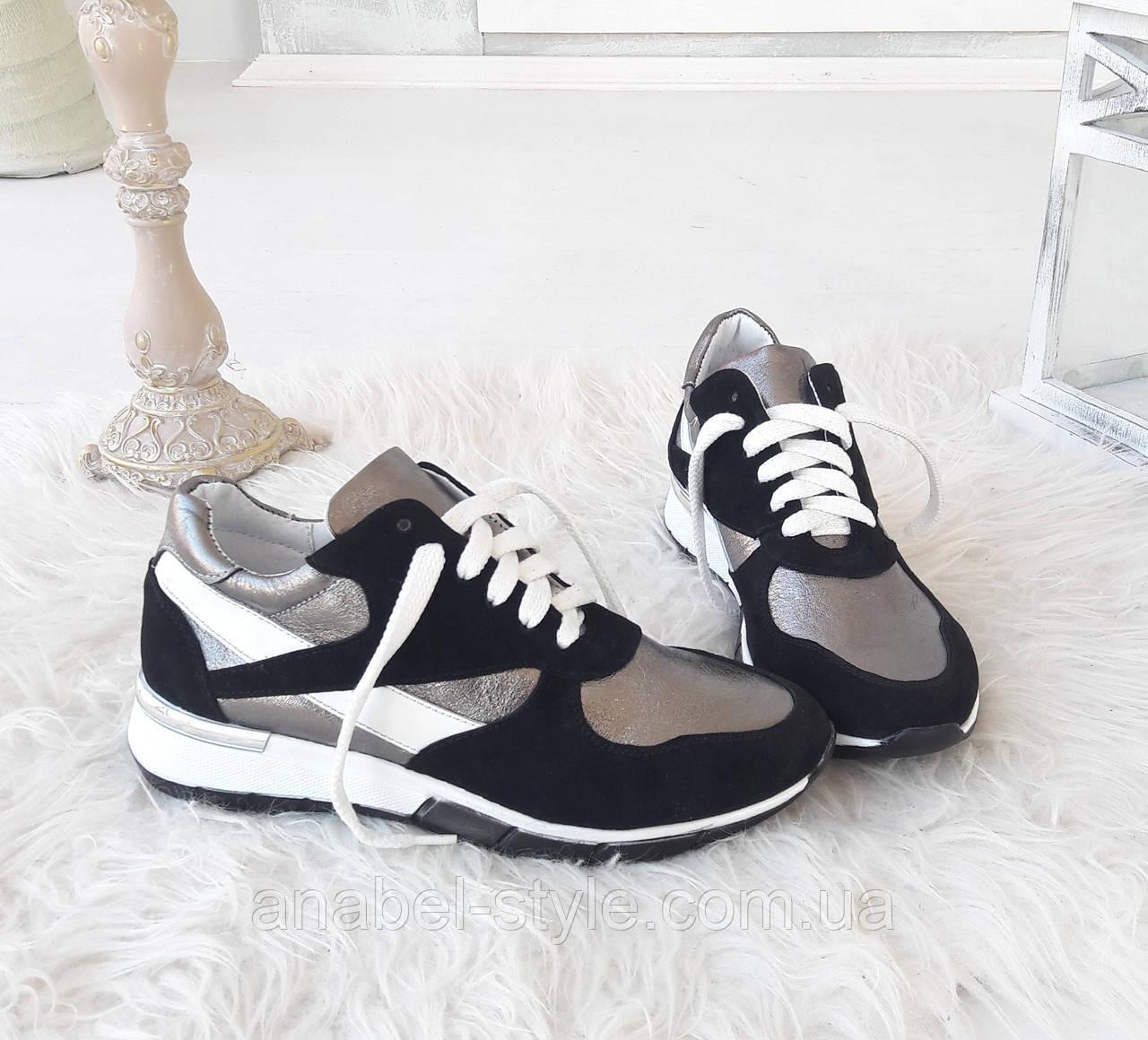 Кроссовки женские стильные из натуральной замши и кожи на шнуровке цвета белый+черный+серый Код 1513 AR