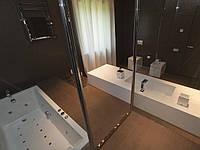 Тумба для ванной комнаты из искусственного камня. Мойка Вложеная в цвет столешни из камня Corian.