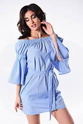 Платье с открытыми плечами на резинке