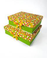 Квадратный большой комплект подарочных коробок ручной работы зелёно-желтого цвета в ярких лепестках