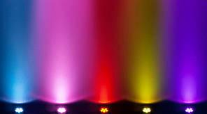 """Компактный светодиодный прибор """"заливка"""" CHAUVET SlimPAR Q6 USB, фото 3"""