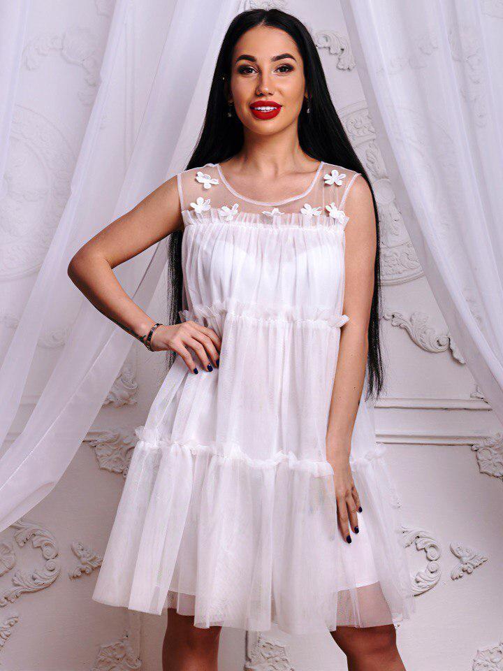 Красивое белое шифоновое платье в греческом стиле