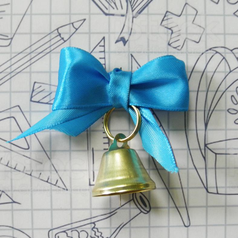 Колокольчик с голубым атласным бантом