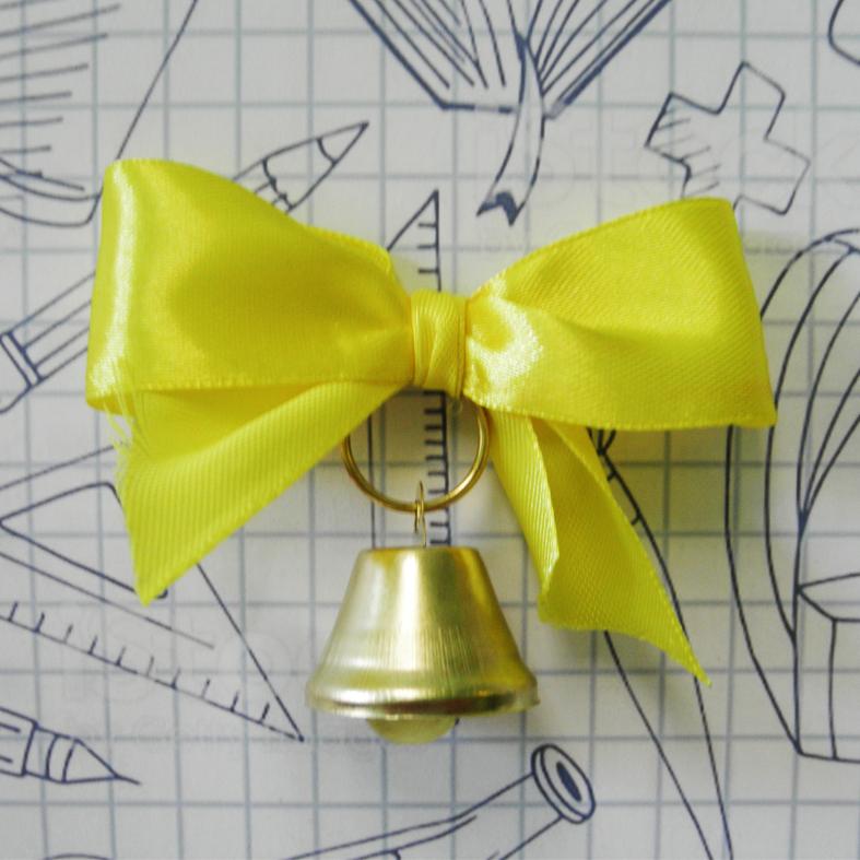 Колокольчик с желтым атласным бантом