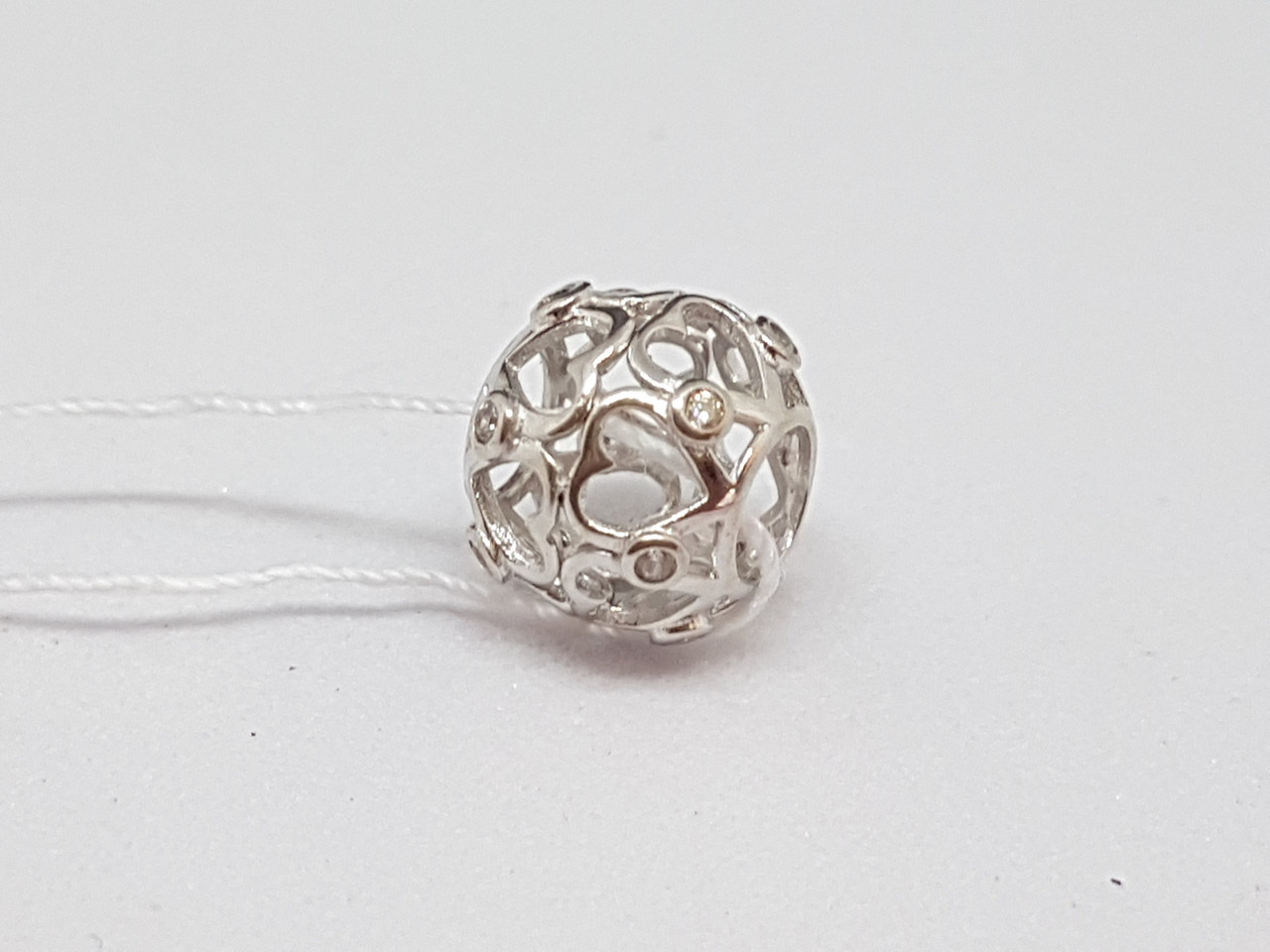 Серебряная подвеска-шарм с фианитами. Артикул 150341С