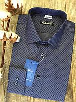 Мужская рубашка синего цвета с узором