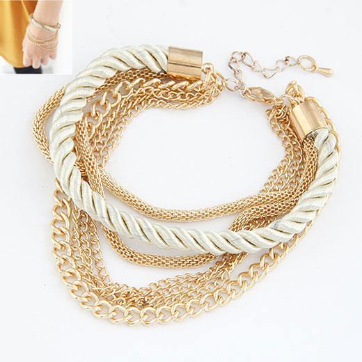 Браслет Золотые цепочки с белым шнурком B007905