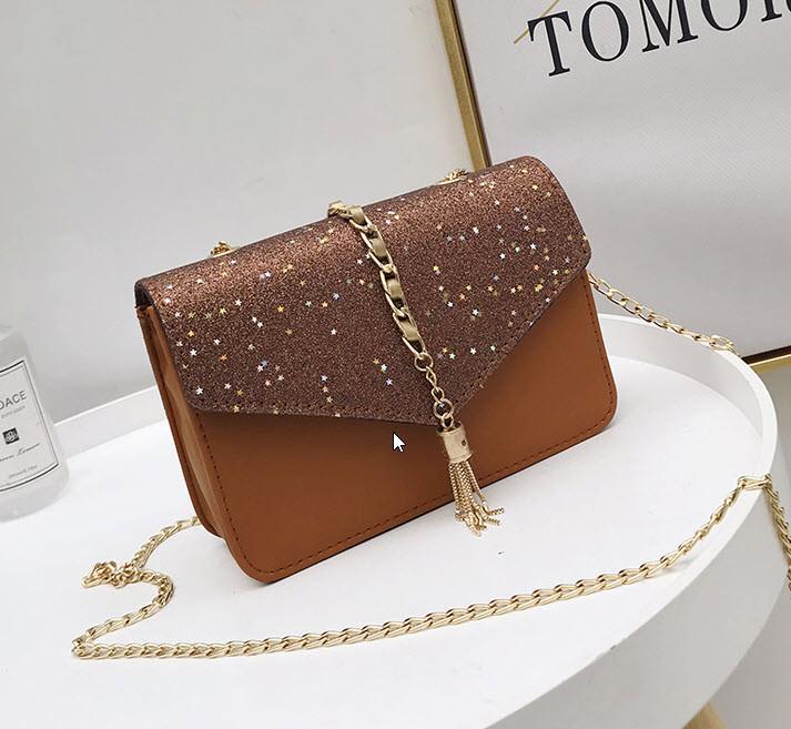 Элегантная сумка клатч с блестками и звездами