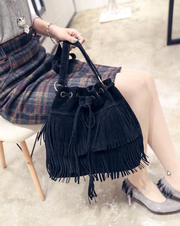 Стильная женская сумка под замшу с бахромой