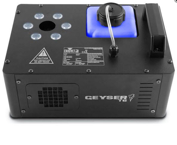 Сочетание дым машины и 2-зонной светодиодной заливки CHAUVET Geyser T6