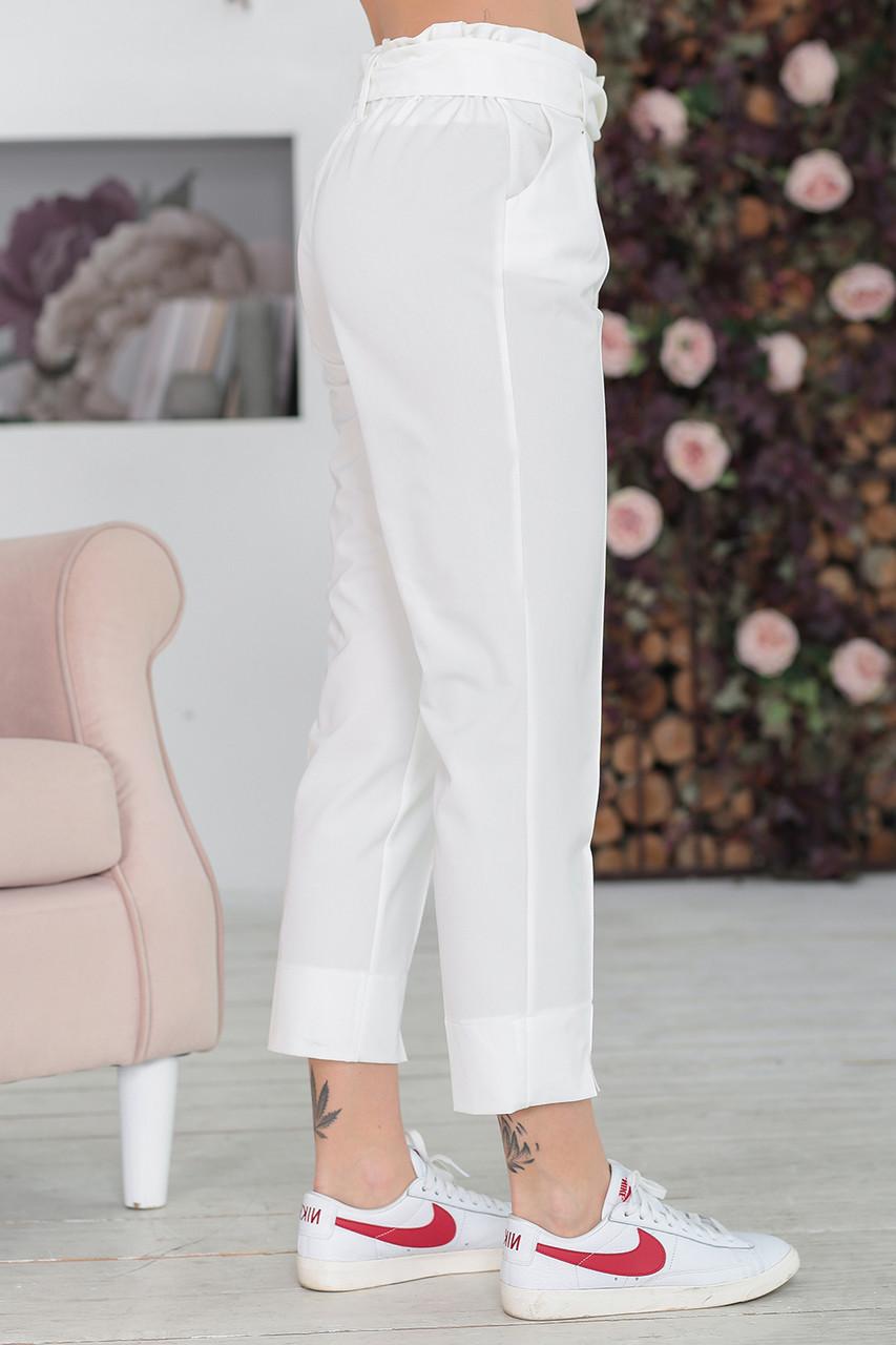 Короткие Брюки с поясом в белом цвете