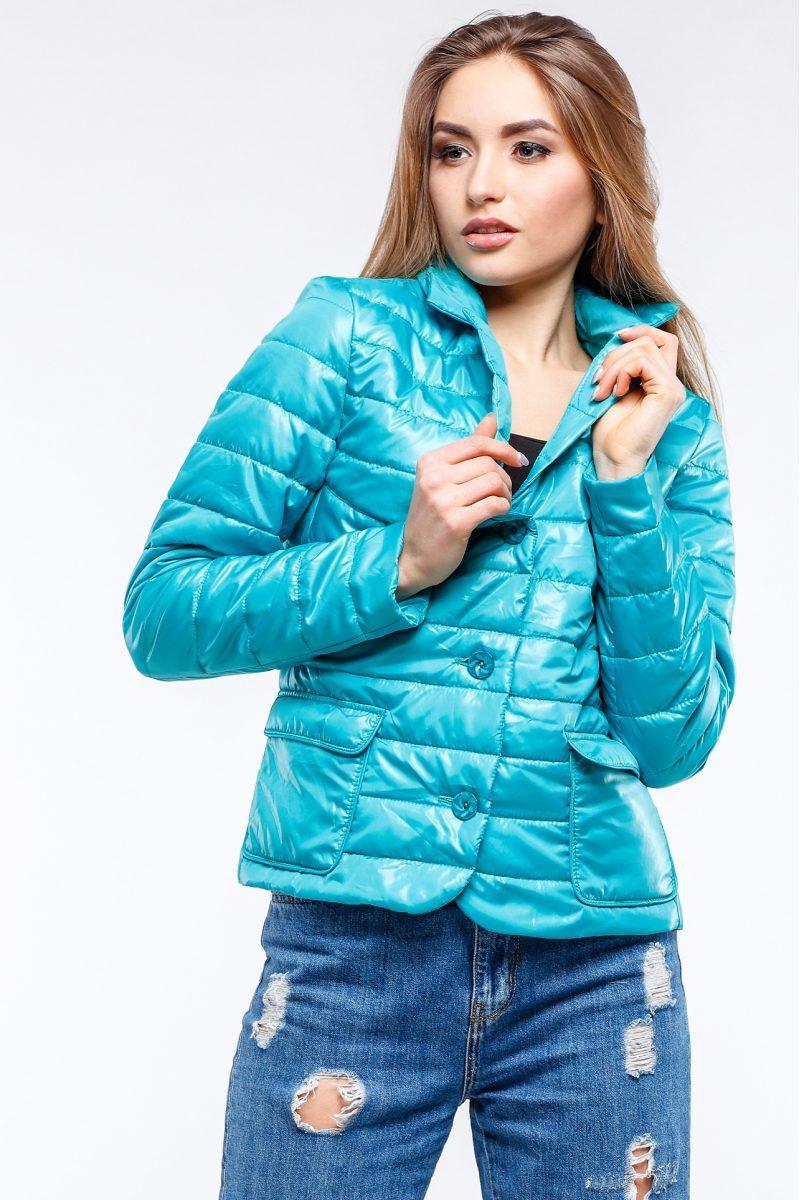 Модная демисезонная куртка прямого фасона.