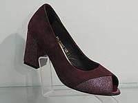 Элегантные женские бордовые туфли замшевые натуральные на каблуке с открытым носком, фото 1