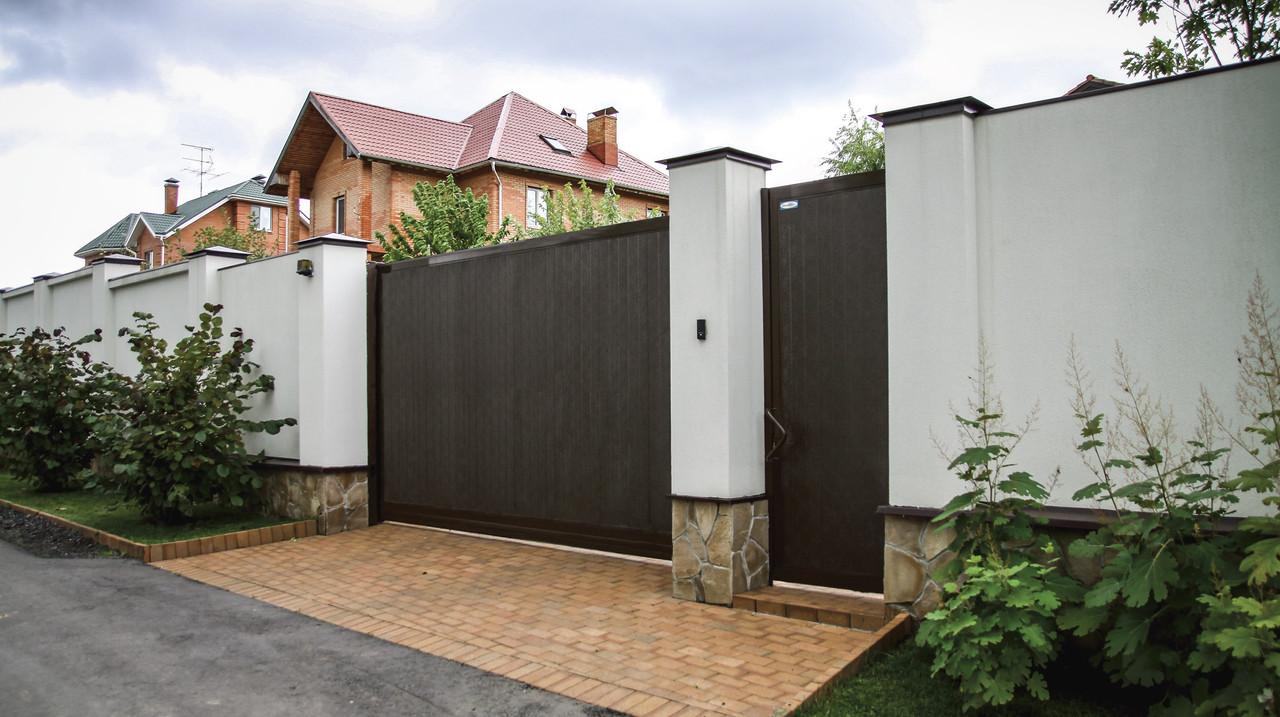 Откатные ворота с полотном из сэндвич-панелей DoorHan