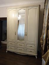 Меблі з ясена