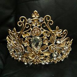Высокая золотая диадема, корона