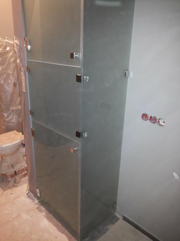 Абсолютно стеклянный шкаф -1