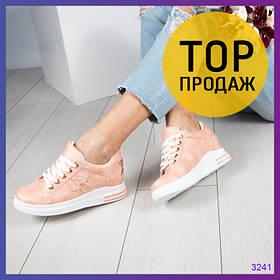 Женские кроссовки на скрытой танкетке 3 см, цвета пудра / кроссовки женские кожаные, со звездами, стильные