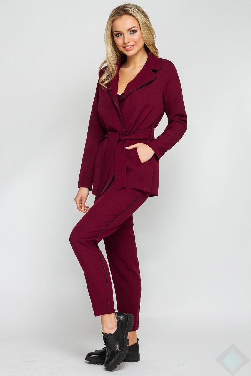 a653ab4e564 Деловой бордовый костюм брючный Одри кант - DS Moda - женская одежда оптом  от производителя в