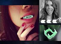 Зубы вампира светящиеся в темноте