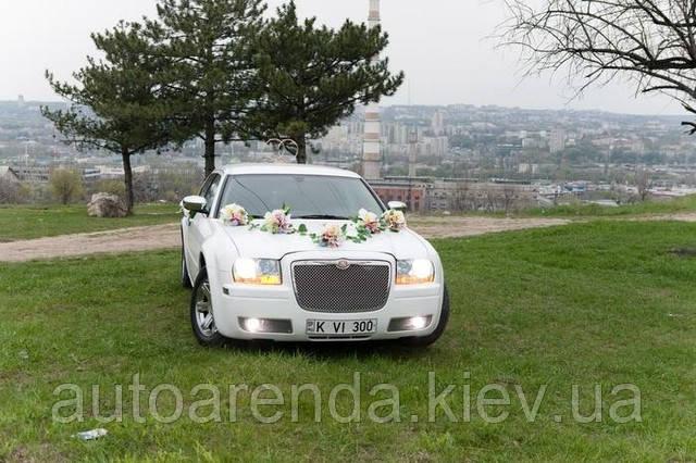 Білий Крайслер 300С на весілля