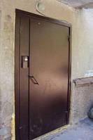 Металлические двери с кодовым электронным замком