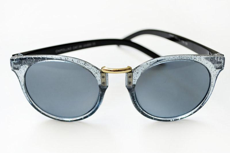 Стильные графитовые солнечные очки
