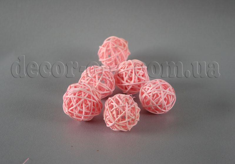 Шарик розовый из ротанга 3 см