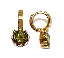 Серьги детские, фирма Xuping.Цвет: позолота. Камни: оливковый циркон . Высота серьги: 1,5 см.Ширина: 8 мм.