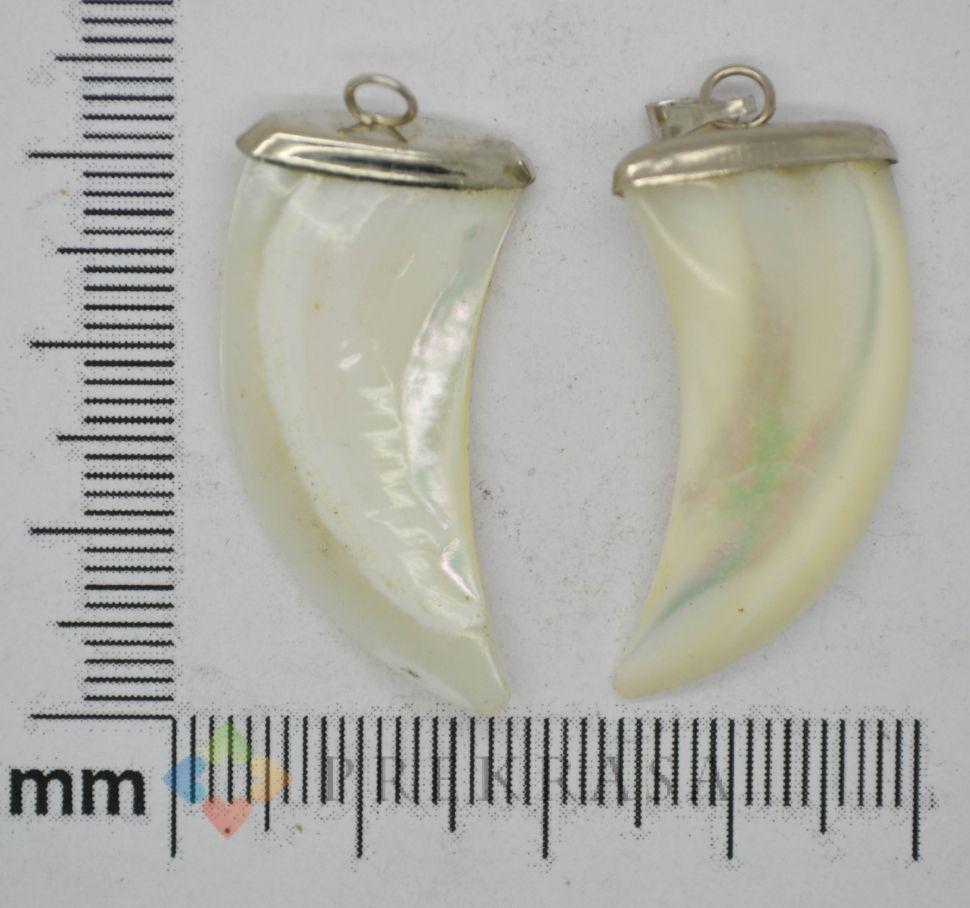 Кулон перламутр, форма на выбор. (клык)