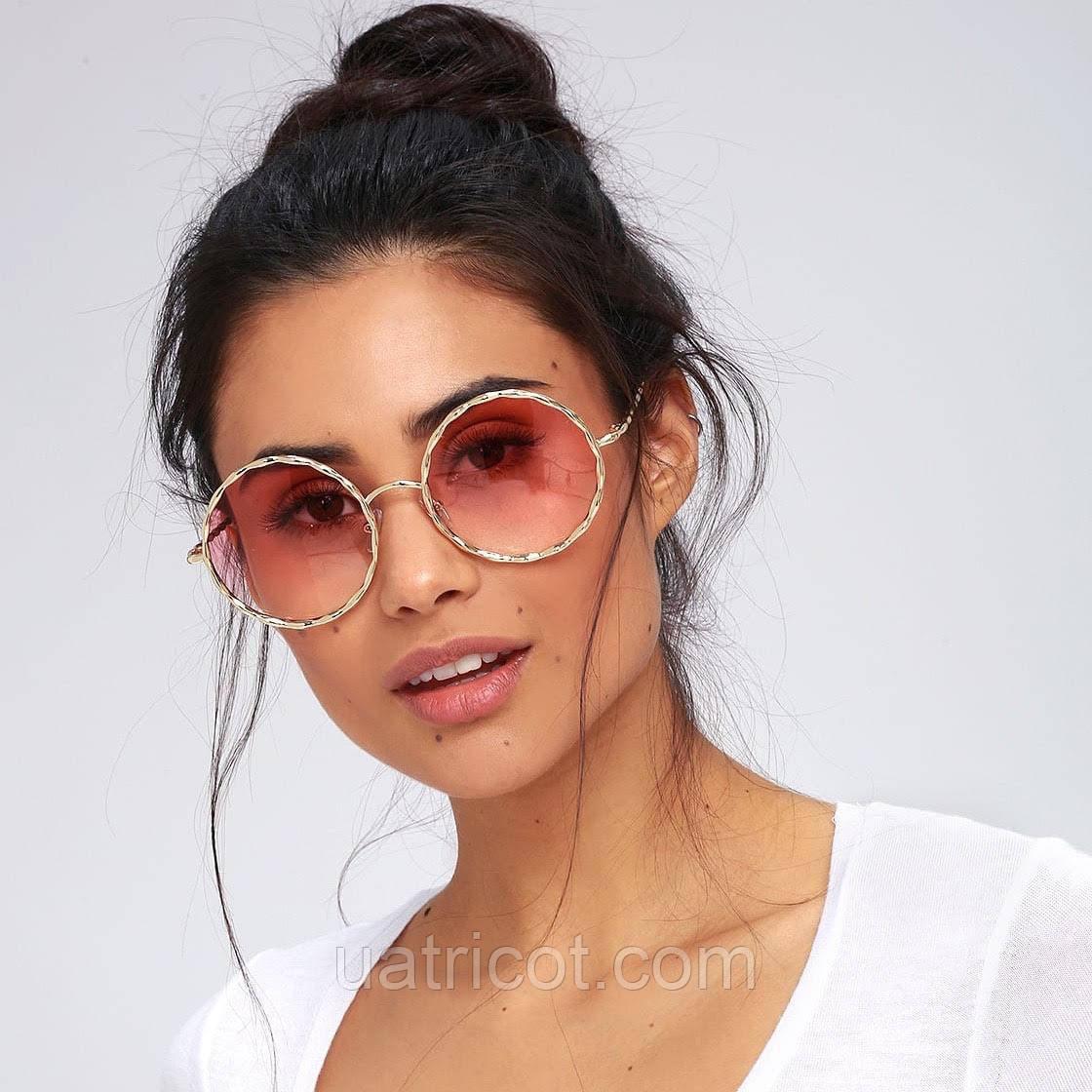 Женские круглые солнцезащитные очки в металлическом плетении с розовой линзой