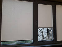 Оформление балкона. Тканевые ролеты закрытого типа Лён.