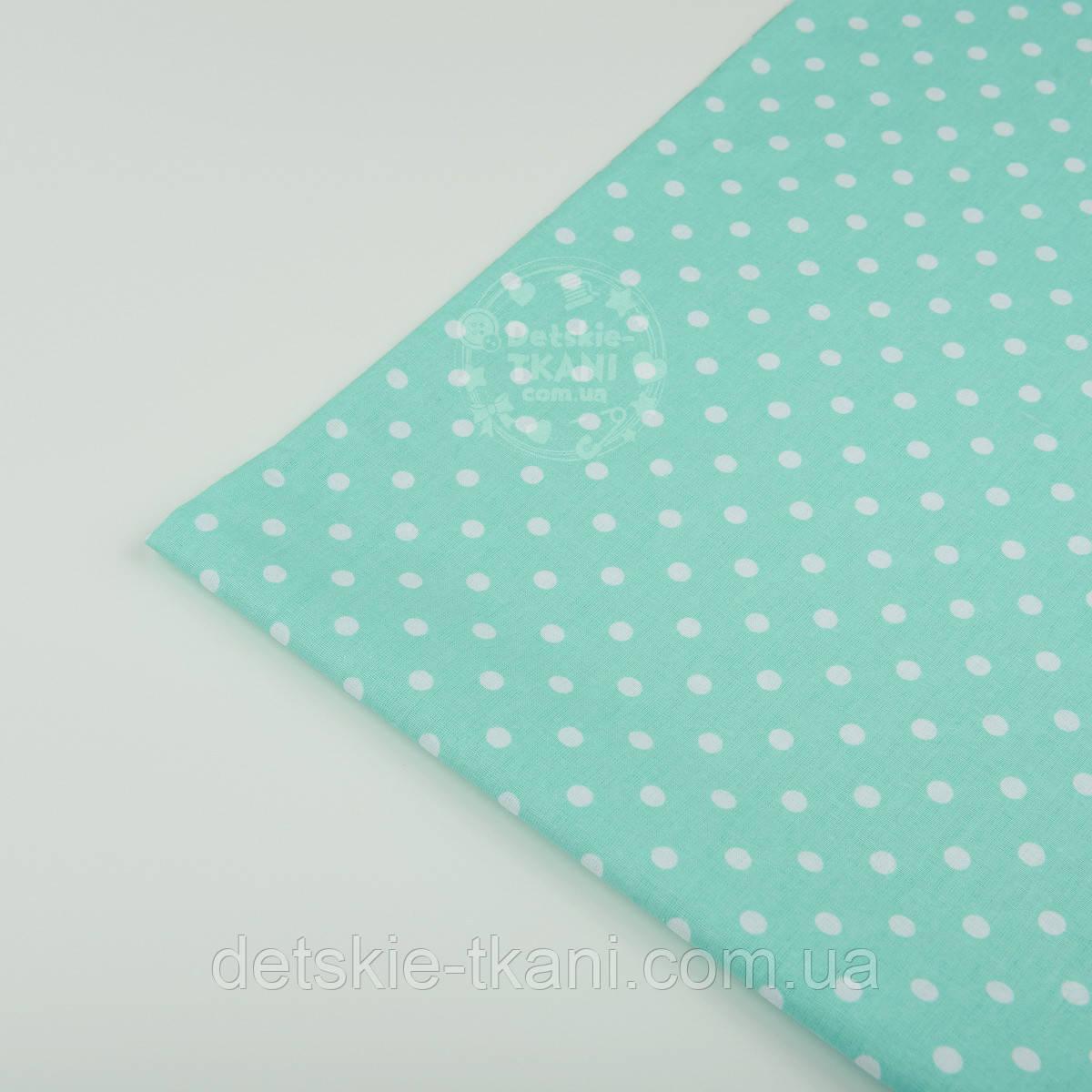 Лоскут ткани №43 с белым горошком на мятном фоне