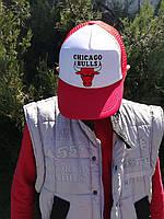 Кепка-тракер белая с красным с принтом Chicago Bulls (Чикаго Булс)