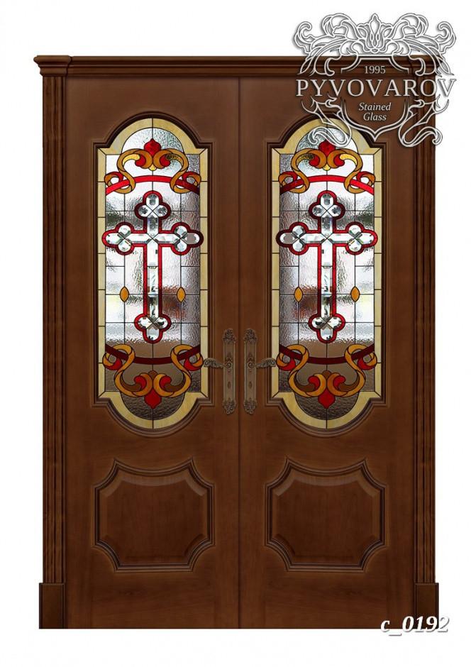 Церковный витраж крест в распашные двери храма