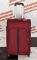 Средний вместительный красный чемодан Wings