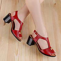 82104| Женские босоножки на толстом каблуке. Красные из кожи с пряжкой