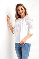 Белая блуза свободного кроя, с перфорацией и рюшами