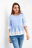 Стильная голубая блуза с резинкой на талии и вставками кружева