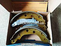 Тормозные колодки задние барабанные Renault Kangoo Kubistar 203x39 (B120159)