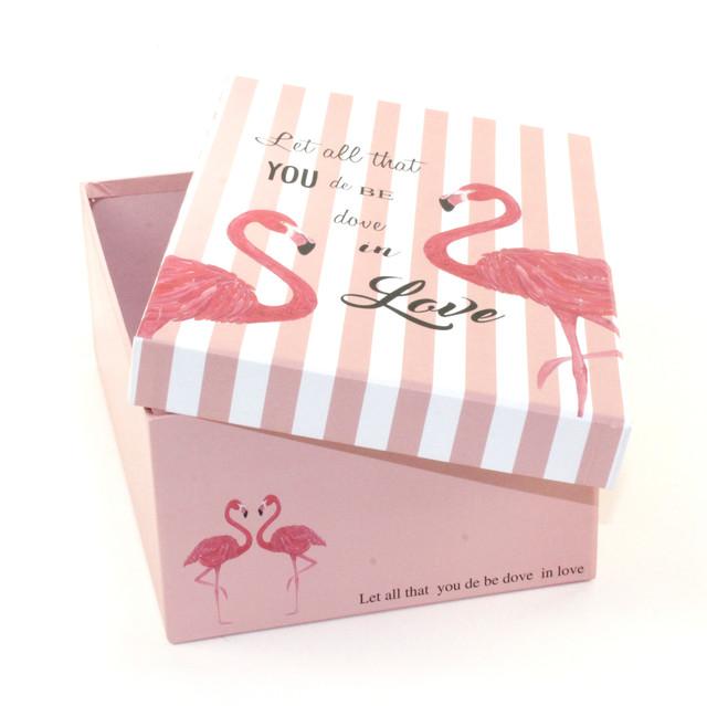 Розовая подарочная коробка Фламинго