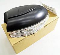 Повторитель поворота в зеркало Фольксваген Туран TYC 33701713 (правый новый)