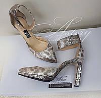 Женские серебристые туфли на шпильке из кожи со змеиным принтом