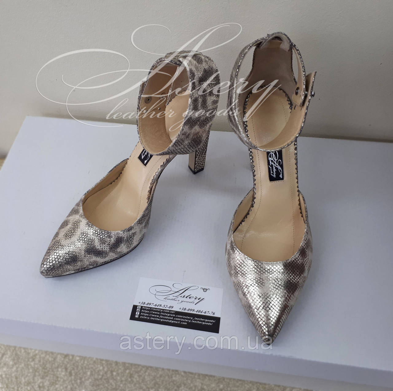7941568dc Женские золотистые туфли на удобном ровном каблуке из кожи со змеиным  принтом, цена 3 570 грн./пара, купить в Киеве — Prom.ua (ID#693633496)