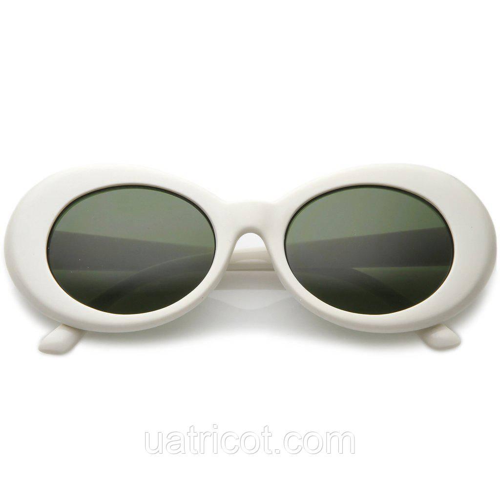 Овальные солнцезащитные очки с темно-зелёной линзой