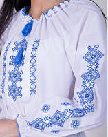 Вышиванка женская на белом хлопке с синим узором, фото 1