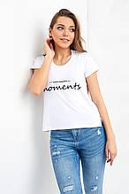 Белая трикотажная футболка с надписью